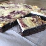 עוגת שוקולד גבינה בזיגוג פטל