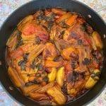 סיר עוף טעים עם ירקות וזיתים